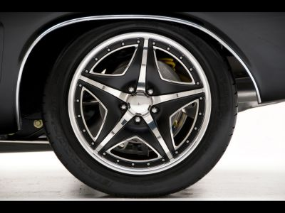 Mmmm look at that sexy muscle car wheel.